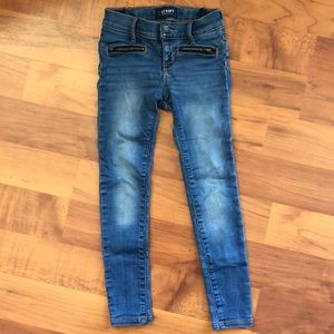 Girls skinny jeans with decorative zipper.